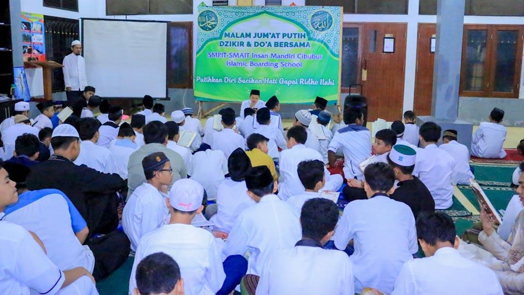 Read more about the article UDKHULUU FII MA'HAD KAFFAH