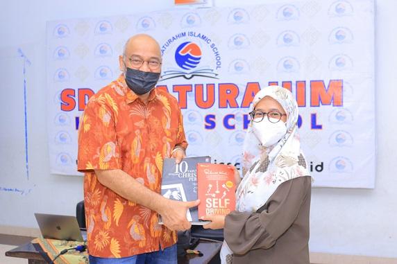 Read more about the article Serah Terima Wakaf Buku
